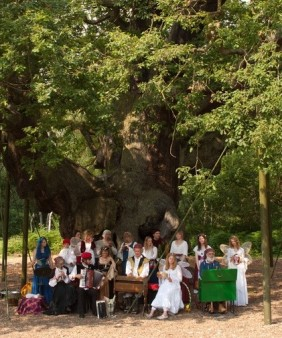 Major Oak with medieval characters
